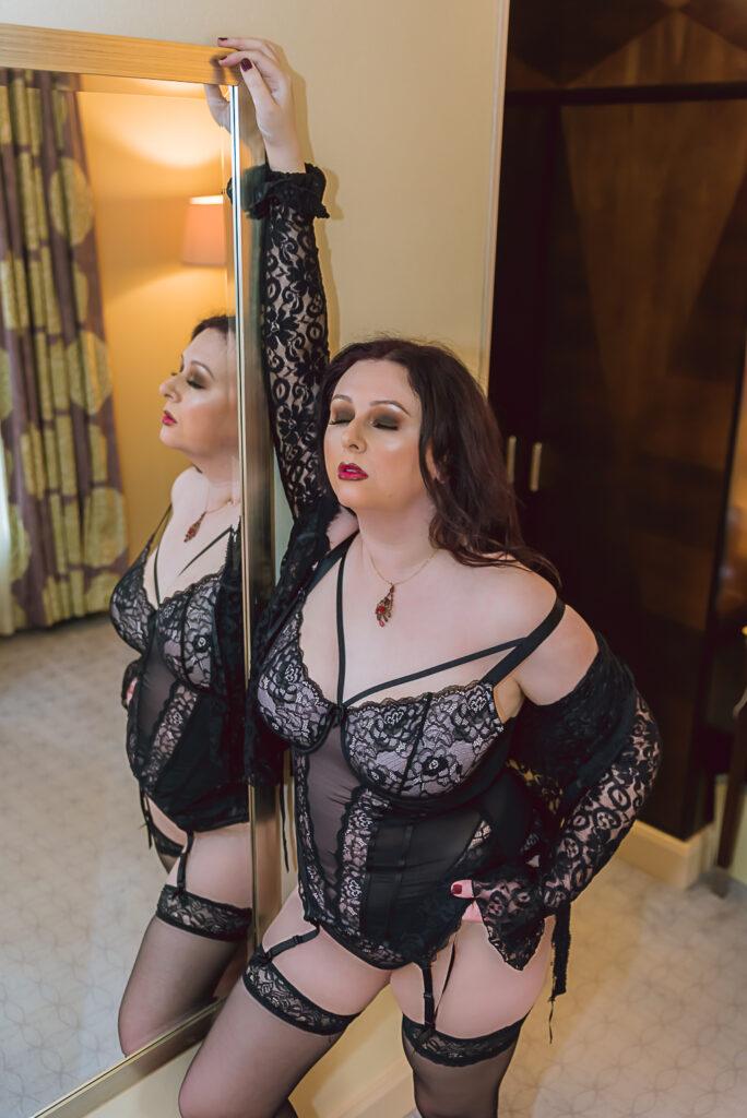 London glam boudoir photographer