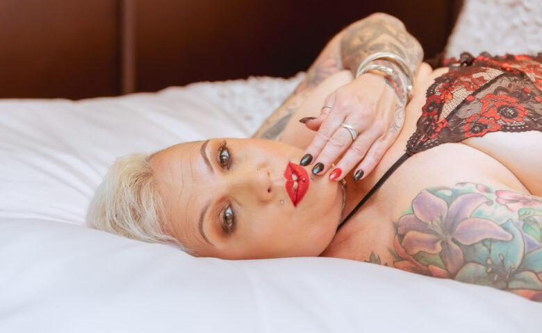 plus size boudoir photography