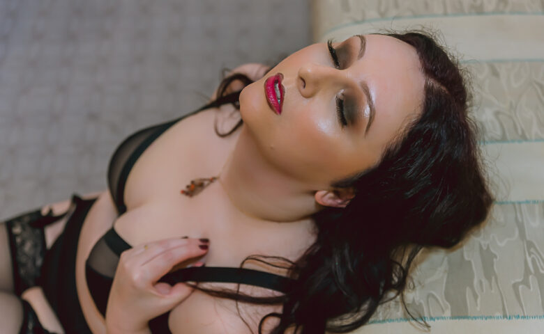London glam boudoir photographer